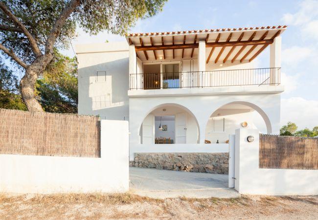 Villa a Sant Josep de Sa Talaia / San Jose - VILLA CALA BASSA, CASA ENTRE PINOS